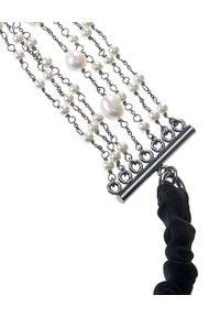 MAISON MICHEL PARIS - Opaska z perłami Suzie. Kolor: czarny. Wzór: aplikacja
