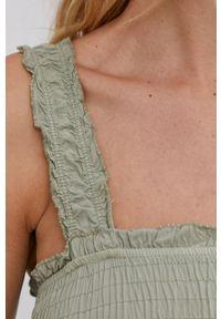 Answear Lab - Sukienka. Kolor: zielony. Materiał: tkanina. Długość rękawa: na ramiączkach. Typ sukienki: rozkloszowane. Styl: wakacyjny