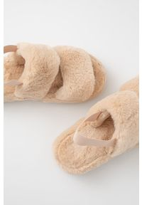 Answear Lab - Kapcie. Nosek buta: okrągły. Kolor: beżowy. Materiał: materiał. Wzór: gładki. Obcas: na platformie. Styl: wakacyjny