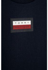 Niebieski t-shirt TOMMY HILFIGER casualowy, z nadrukiem, na co dzień