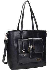 Shopper damski czarny Nobo NBAG-K2320-C020. Kolor: czarny. Dodatki: z breloczkiem. Materiał: skórzane