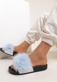 Renee - Jasnoniebieskie Klapki Phrilia. Nosek buta: otwarty. Kolor: niebieski. Materiał: jeans, koronka, futro, guma. Wzór: koronka, aplikacja. Sezon: lato