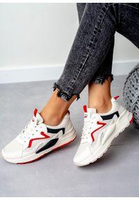 Kremowe buty sportowe Casu na wiosnę, z cholewką