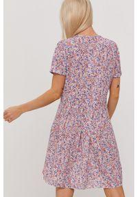 Haily's - Sukienka. Kolor: fioletowy. Materiał: tkanina. Długość rękawa: krótki rękaw. Typ sukienki: rozkloszowane