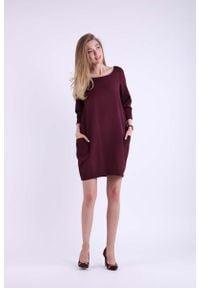 Nommo - Bordowa Krótka Dzianinowa Sukienka z Kieszeniami. Kolor: czerwony. Materiał: dzianina. Długość: mini