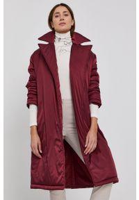 Red Valentino - Płaszcz. Kolor: czerwony. Materiał: materiał. Wzór: gładki. Styl: klasyczny