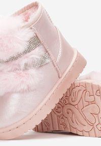 Born2be - Różowe Śniegowce Yrelienne. Wysokość cholewki: za kostkę. Nosek buta: okrągły. Zapięcie: bez zapięcia. Kolor: różowy. Materiał: futro. Szerokość cholewki: normalna. Wzór: aplikacja