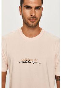 Różowy t-shirt adidas Originals z nadrukiem, casualowy, na co dzień