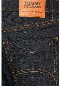 Tommy Jeans - Jeansy Scanton. Kolor: szary