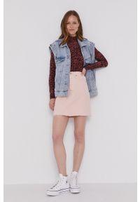 Levi's® - Levi's - Spódnica jeansowa. Okazja: na co dzień, na spotkanie biznesowe. Kolor: różowy. Materiał: jeans. Wzór: gładki. Styl: biznesowy, casual