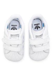Adidas - Buty adidas - Superstar Crib BD8000 Ftwwht/Ftwwht/Cblack. Zapięcie: rzepy. Kolor: biały. Materiał: skóra. Szerokość cholewki: normalna. Wzór: paski, nadruk, aplikacja. Styl: młodzieżowy