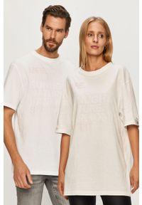 Biała bluzka Reebok na co dzień, z nadrukiem, casualowa