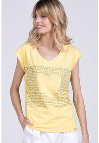Żółty t-shirt Monnari z krótkim rękawem, z dekoltem w serek, z napisami, krótki