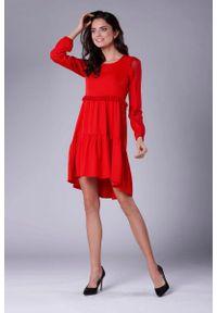 Czerwona sukienka rozkloszowana Nommo z falbankami