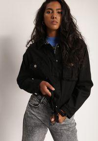 Renee - Czarna Kurtka Illaes. Kolor: czarny. Materiał: jeans, dresówka. Długość: długie. Wzór: kwiaty