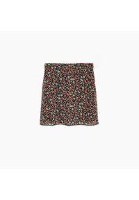 Cropp - Spódnica mini w kwiaty - Czerwony. Kolor: czerwony. Wzór: kwiaty