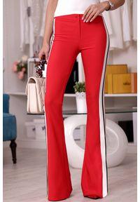 Czerwone spodnie IVET z podwyższonym stanem, w paski