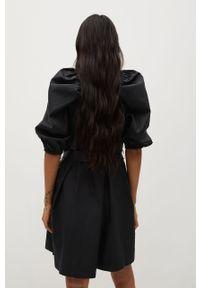 Czarna sukienka mango z krótkim rękawem, rozkloszowana