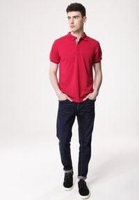 Born2be - Czerwona Koszulka Gladdening. Typ kołnierza: polo. Kolor: czerwony. Materiał: dzianina. Długość rękawa: krótki rękaw. Długość: krótkie. Wzór: gładki #5