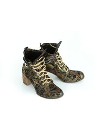 Złote botki Zapato na wiosnę, z cholewką za kostkę