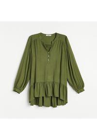Reserved - Bluzka z falbanką - Khaki. Kolor: brązowy