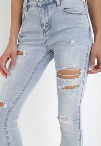Born2be - Jasnoniebieskie Jeansy Skinny Kathophe. Kolor: niebieski. Długość: długie. Wzór: aplikacja. Styl: rockowy