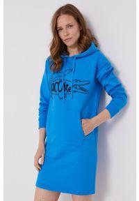 Lacoste - Sukienka. Typ kołnierza: kaptur. Kolor: niebieski. Materiał: dzianina. Długość rękawa: długi rękaw. Wzór: aplikacja