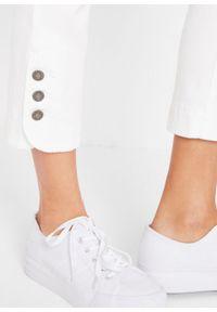 Wygodne dżinsy ze stretchem 7/8, Slim Fit bonprix biały twill. Kolor: biały