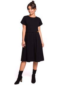 MOE - Czarna Rozkloszowana Sukienka Dzianinowa. Kolor: czarny. Materiał: dzianina