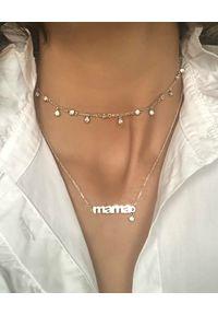 SIN BY MANNEI - Srebrny Naszyjnik MAMA. Materiał: srebrne. Kolor: srebrny. Wzór: napisy. Kamień szlachetny: cyrkonia