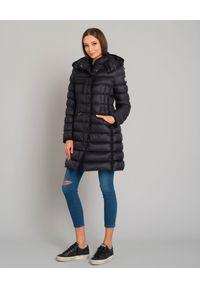 MONCLER - Czarny płaszcz puchowy Hermine. Kolor: czarny. Materiał: puch