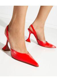 AMINA MUADDI - Czerwone szpilki Holli Sling. Zapięcie: pasek. Kolor: czerwony. Materiał: lakier. Obcas: na szpilce. Wysokość obcasa: średni