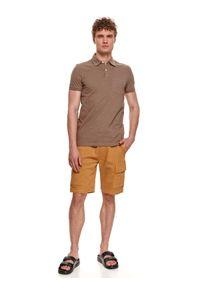 TOP SECRET - T-shirt polo strukturalny. Typ kołnierza: polo. Kolor: beżowy. Materiał: dzianina. Długość rękawa: krótki rękaw. Długość: krótkie