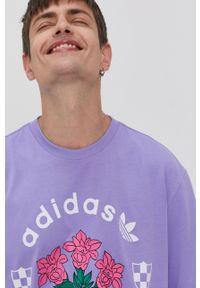 adidas Originals - T-shirt. Kolor: fioletowy. Materiał: dzianina. Wzór: nadruk