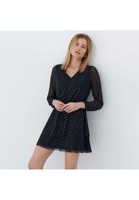 Mohito - Sukienka mini w kropki - Czarny. Kolor: czarny. Wzór: kropki. Długość: mini