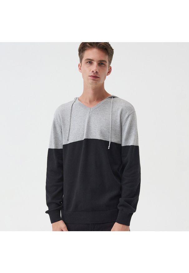Czarny sweter Sinsay z kapturem