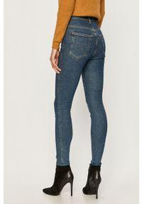 Niebieskie jeansy Dr. Denim w kolorowe wzory