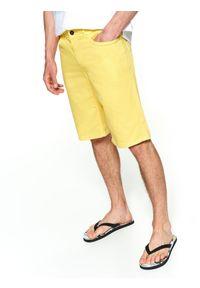 Żółte szorty TOP SECRET wakacyjne, na zimę, w kolorowe wzory, do kolan
