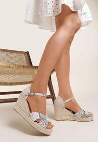 Renee - Wężowe Sandały Ciridelia. Zapięcie: pasek. Kolor: beżowy. Materiał: skóra, materiał. Obcas: na koturnie