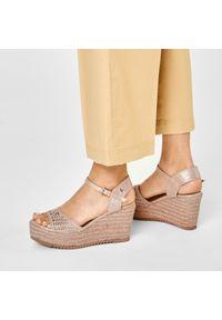 Złote sandały Refresh casualowe, na co dzień