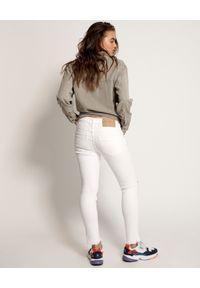 ONETEASPOON - Białe jeansy Freebirds II. Kolor: biały. Wzór: kolorowy, aplikacja. Sezon: lato