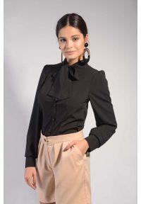 Nommo - Czarna Koszulowa Bluzka z Wiązaniem przy Kołnierzu. Kolor: czarny. Materiał: wiskoza, poliester