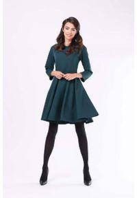 Nommo - Zielona Klasyczna Rozkloszowana Sukienka z Rękawem 3/4. Kolor: zielony. Materiał: wiskoza, poliester. Styl: klasyczny