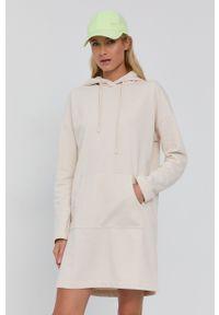 Vero Moda - Sukienka. Typ kołnierza: kaptur. Kolor: beżowy. Materiał: bawełna, dzianina, materiał. Długość rękawa: długi rękaw. Wzór: gładki