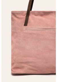 Różowa shopperka ANSWEAR na ramię, zamszowa