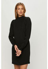 Czarna sukienka Noisy may z golfem, casualowa, prosta