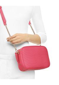 Furla - FURLA - Różowa torebka Swing Mini. Kolor: wielokolorowy, różowy, fioletowy. Sezon: lato. Styl: wizytowy. Rodzaj torebki: na ramię