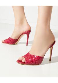 PARIS TEXAS - Czerwone mule na szpilce. Kolor: czerwony. Obcas: na szpilce. Wysokość obcasa: średni