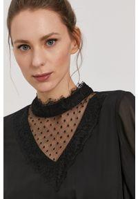 Vero Moda - Sukienka. Typ kołnierza: kołnierzyk stójkowy. Kolor: czarny. Materiał: tkanina, koronka. Długość rękawa: długi rękaw. Wzór: gładki. Typ sukienki: rozkloszowane #5