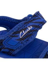 Clarks - Sandały CLARKS - Surfing Tide T 261493667 Navy Combo. Kolor: niebieski. Materiał: materiał